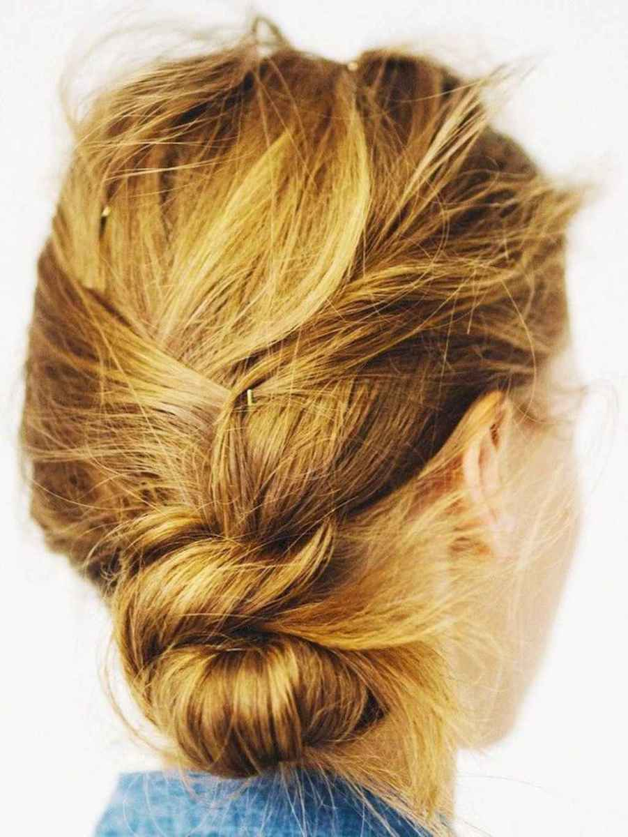 01 Cute and Easy Messy Bun Hairstyle for Summer
