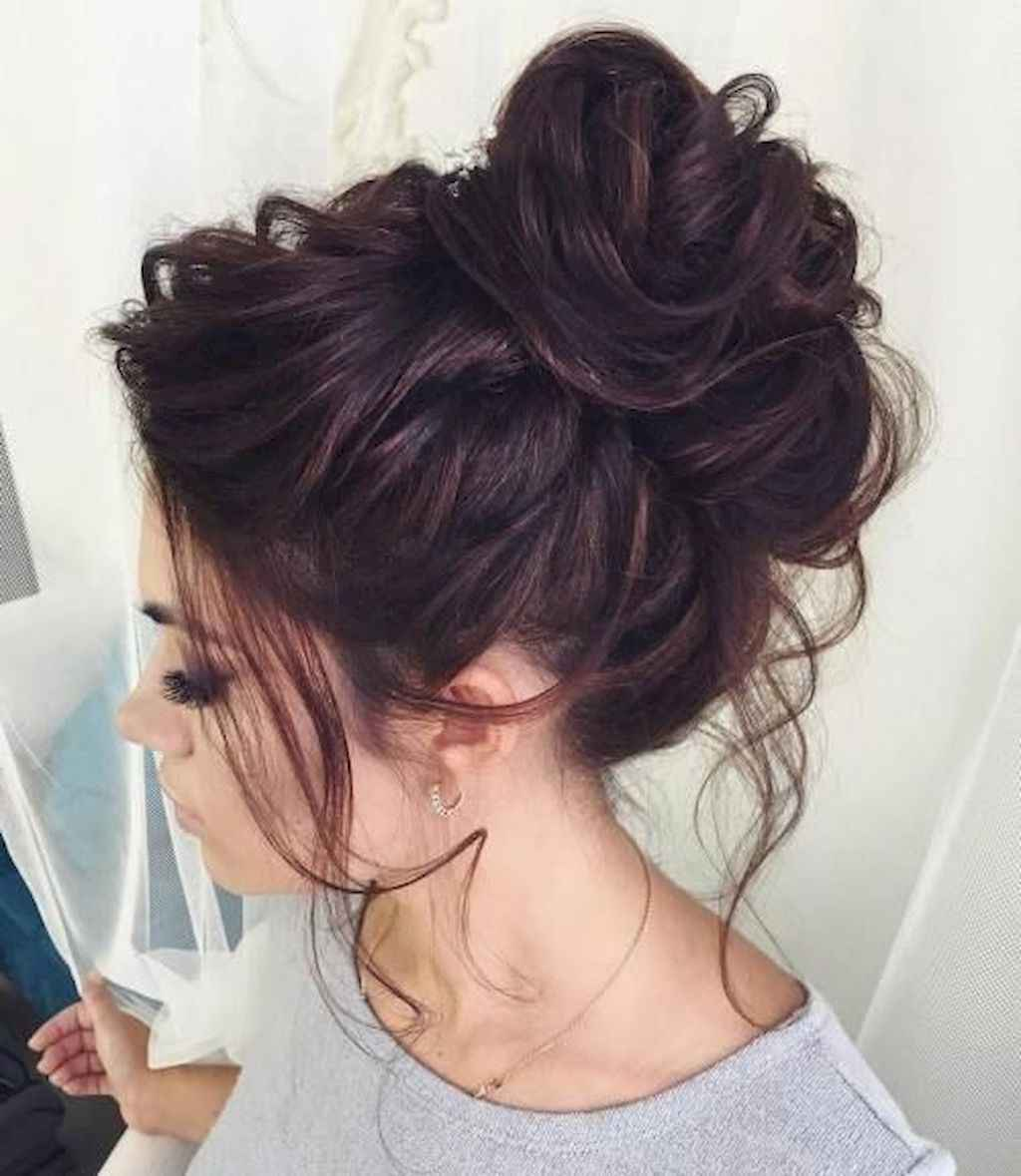 03 cute and easy messy bun hairstyle for summer - bellestilo