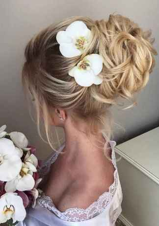 16 Messy Updo Hairstyle for Your Wedding
