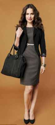 07 Elegant Work Outfits with Flats Every Woman Should Own