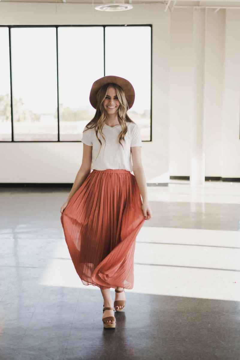 35 Trending and Popular Skirt Outfit Ideas