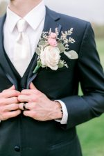 Groom black and white suit with boutonniere - Photography: Lauren Westra