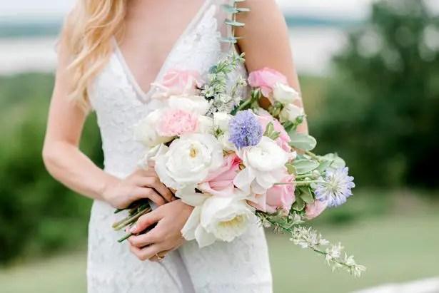 "Feminine Pastel Wedding Inspiration for the Romantic Bride ""itemprop ="" image ""srcset ="" https://bellethemagazine.com/wp-content/uploads/2019/05/Pointe-Open-House-Prints-0050.jpg 615w, https: //bellethemagazine.com/wp-content/uploads/2019/05/Pointe-Open-House-Prints-0050-300x200.jpg 300w ""sizes ="" (max-width: 615px) 100vw, 615px ""data-pin-description = ""Wild Wedding Bouquet with pastel flowers | Feminine Pastel Wedding Inspiration for the Romantic Bride - Bobbye Jean Photography #weddingbouquet #bouquet #weddings #flowers #weddingflowers #bridalbouquet #floral ""/></a data-recalc-dims="