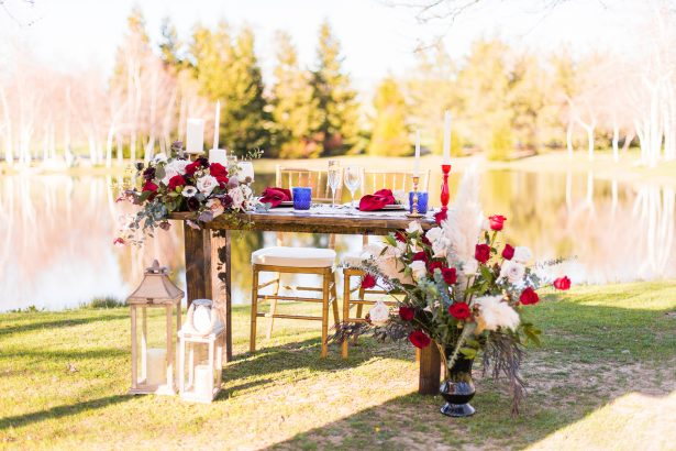 Bride and groom sweetheart table - Holley Elizabeth Photography