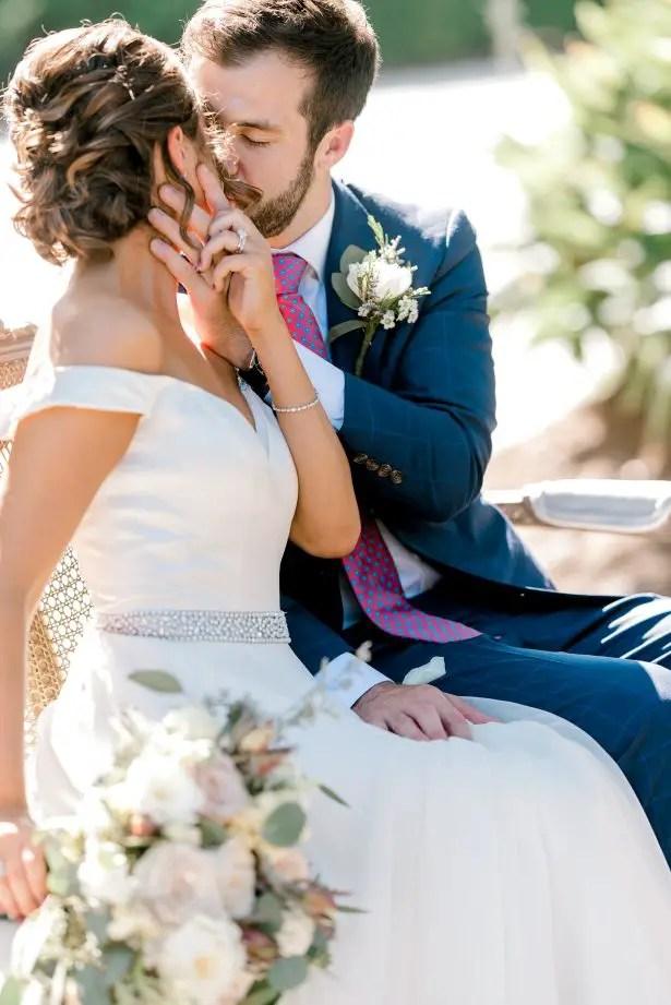 Romantic wedding photo - Photography: Hi Volt Studios