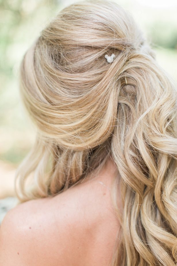 Loose curls bridal hair with Disney theme accessories - Photography: The Hendricks