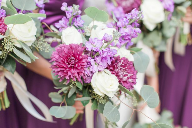 Purple wedding bouquets - Photography: The Hendricks