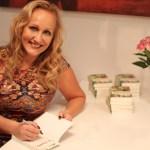 Eva Rosengren signerar böcker