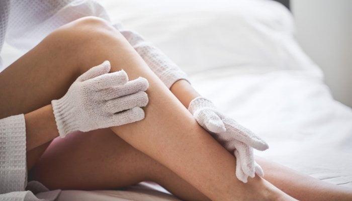 Exfoliar la piel en 5 pasos