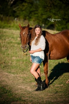 senior-pictures-noelle-bell-photography-knoxville-tn-outdoor-horse-farm_0344-1b