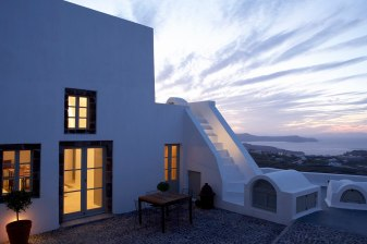 Luxury_Santorini_Villas_Fabrica_100a