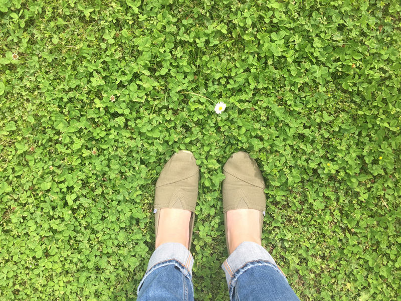 green-shoes-flowers