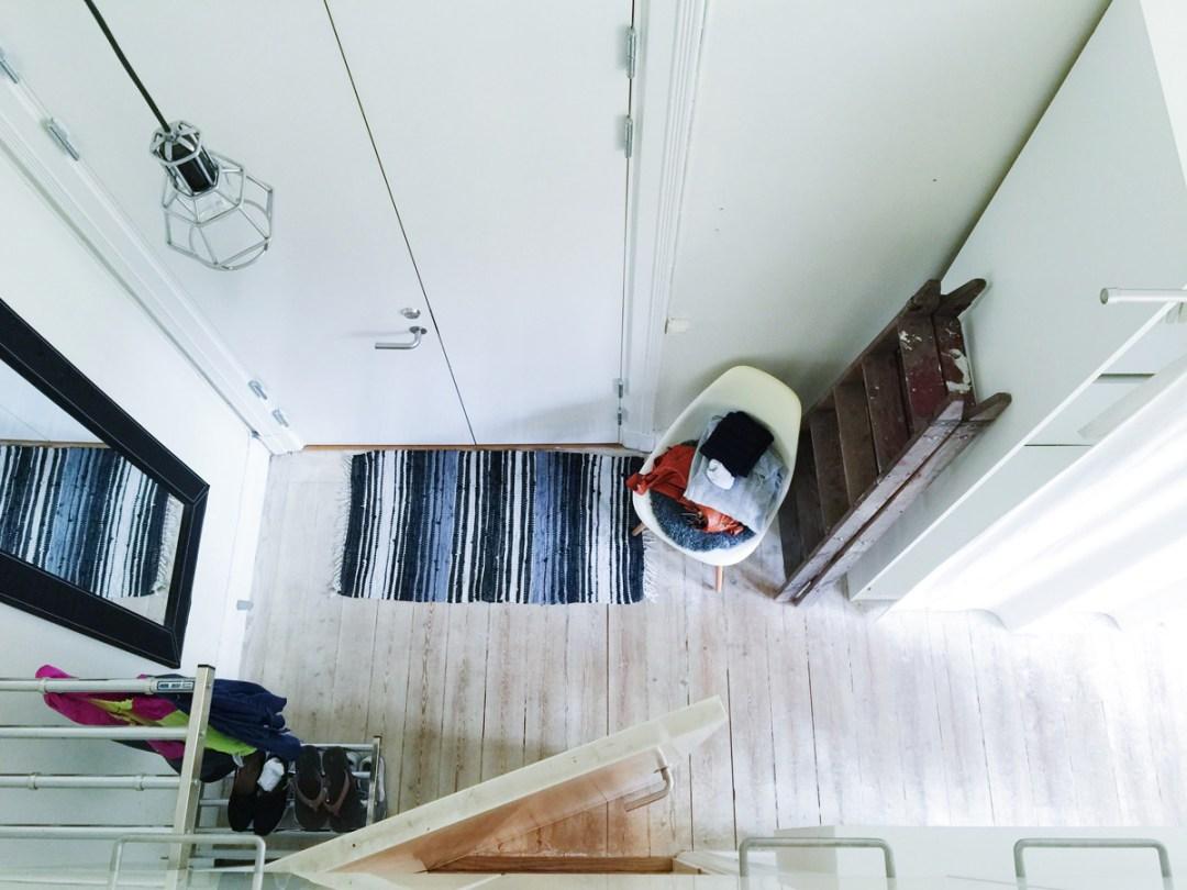 airbnb-entrance-hall