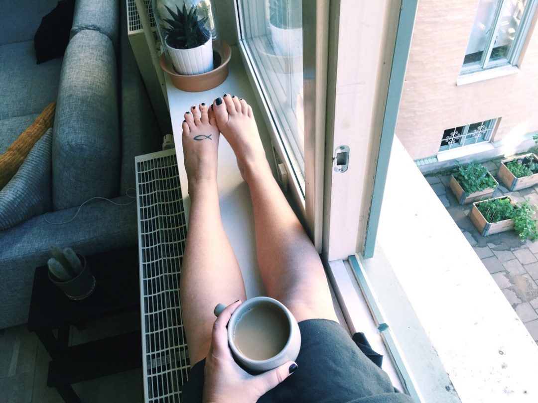 airbnb-morning-coffee-windowsill