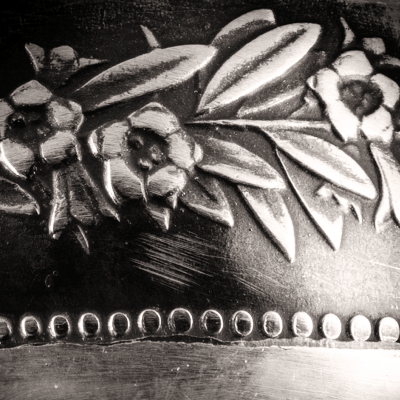 """Bague Belvetica, Frs 5.-, design """"Date"""", noire, brillante."""
