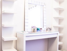 DIY GORGEOUS MAKEUP VANITY