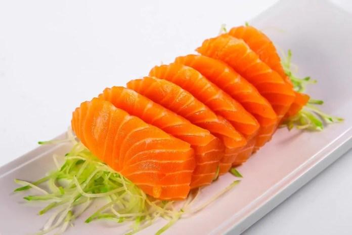 kazuki_sashimi_shake_001_salmao_perfeito1-1024x683-1024x683 Dermatologista revela os alimentos que ajudam na proteção contra o sol