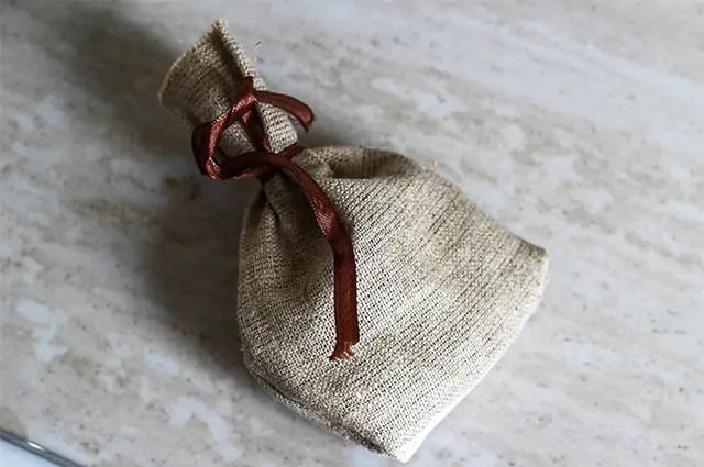 Sobras de sabonetes são uma ótima alternativa para fazer sachês perfumados