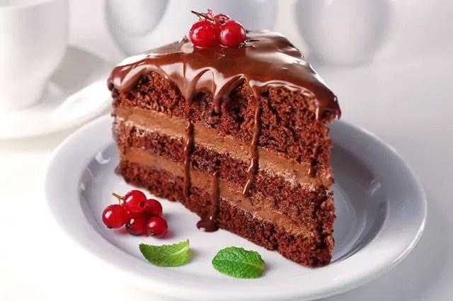 O bolo é um dos alimentos que causam espinhas