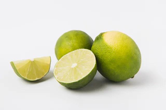 O limão atua na eliminação das toxinas acumuladas pelo corpo