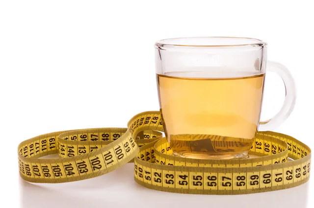 O chá de canela em pó serve para emagrecimento e é fácil de fazer
