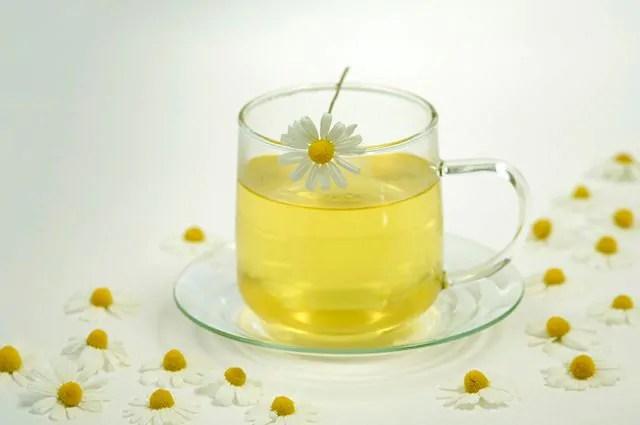 O chá de camomila é um remédio natural para congestão nasal