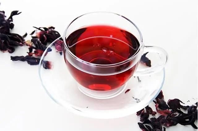 O chá hibisco é um dos chás indicados para secar barriga