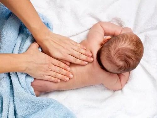 12 benefícios da massagem infantil