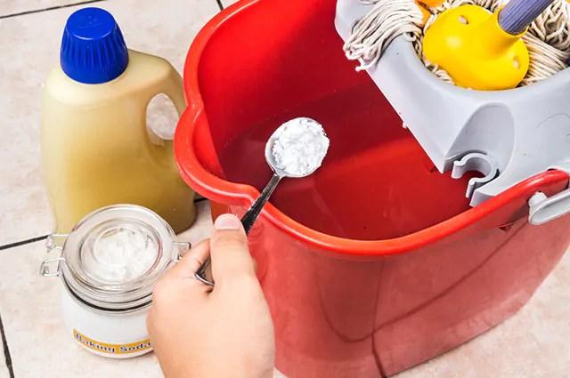 É possível utilizar o bicarbonato para aumentar o brilho de itens de alumínio e inox
