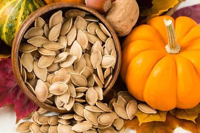 farinha-sementes-abobora Dermatologista revela os alimentos que ajudam na proteção contra o sol