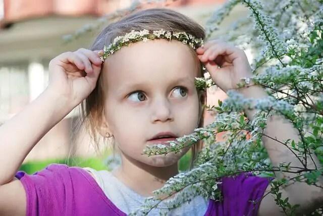 as-tiaras-de-flores-para-meninas-vao-bem-em-qualquer-tipo-de-evento Tiara de flores para meninas