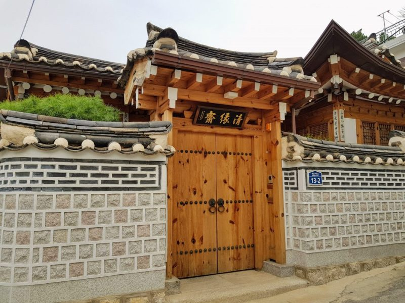 how to get to bukchon hanok village