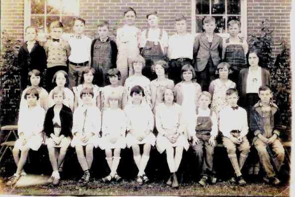 Bemis Elem 7th Grade 1933.jpg (578689 bytes)