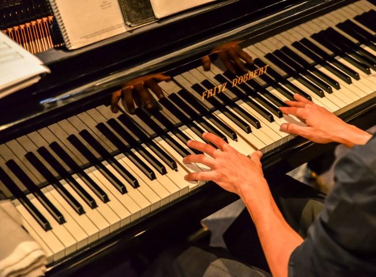 Dois pianistas animam o Largo Curitiba em junho