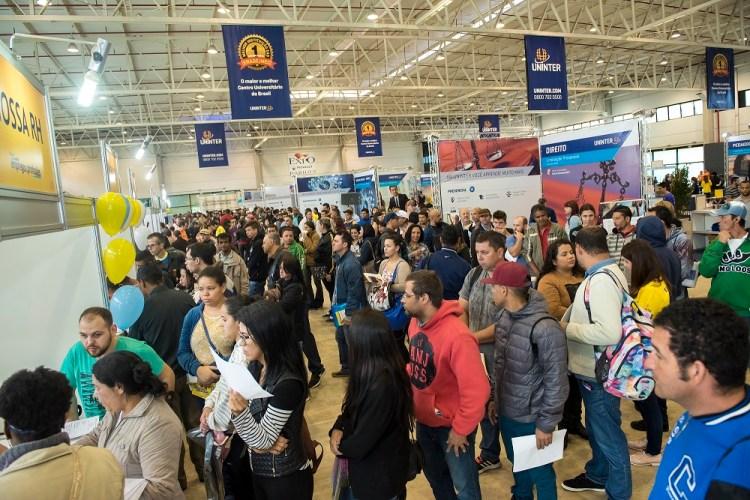 Centro Universitário promove Feira de Empregos e Profissões em Curitiba e oferta 3.500 vagas de trabalho
