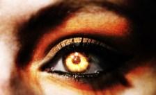 Un oeil tellement dark! (2014)