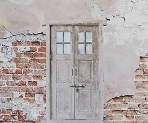 Nostalgische deuren in kozijn
