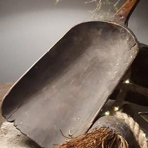 Oude houten graanschep