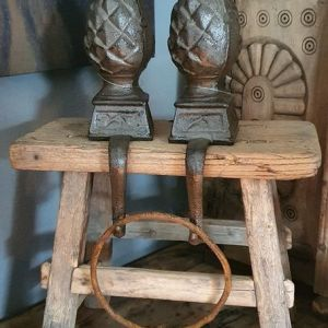 Vensterbankkrukje oud doorleefd hout - Benard's Woonaccessoires