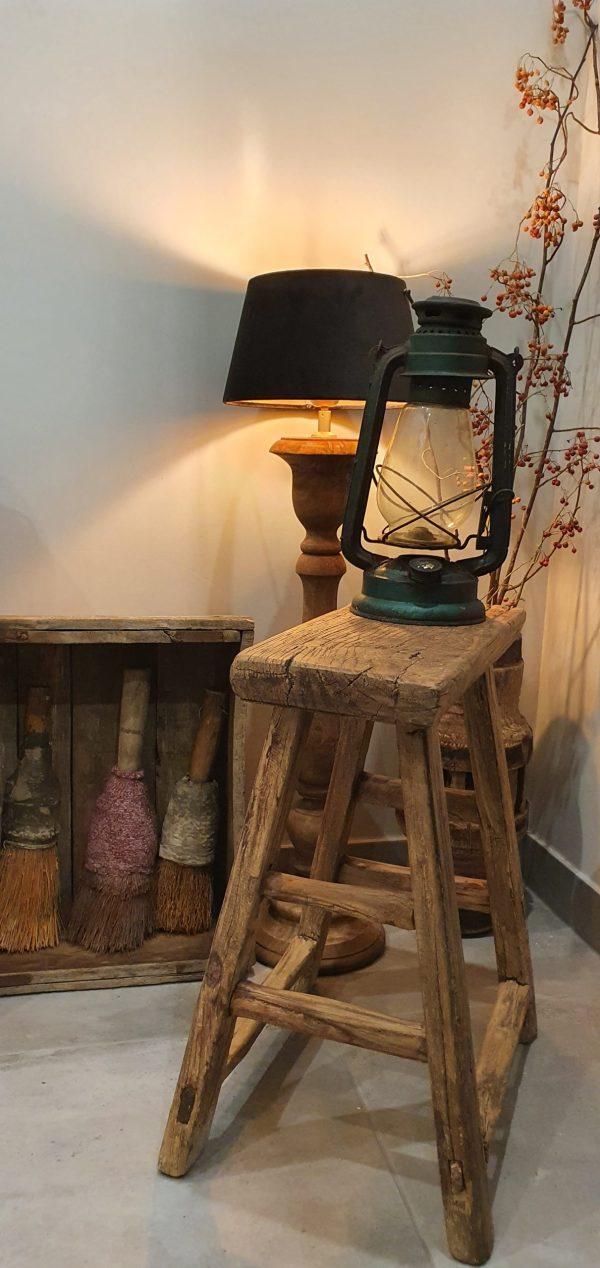 Bankje oud hout voor in een landelijk interieur | Benard's Woonaccessoires