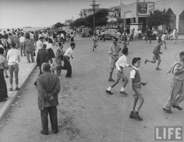 People running away from the watersfront during air raid in Tel Aviv