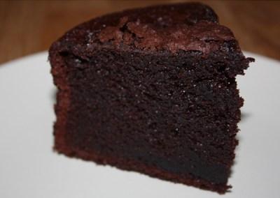 Bizcocho de chocolate negro y almendras