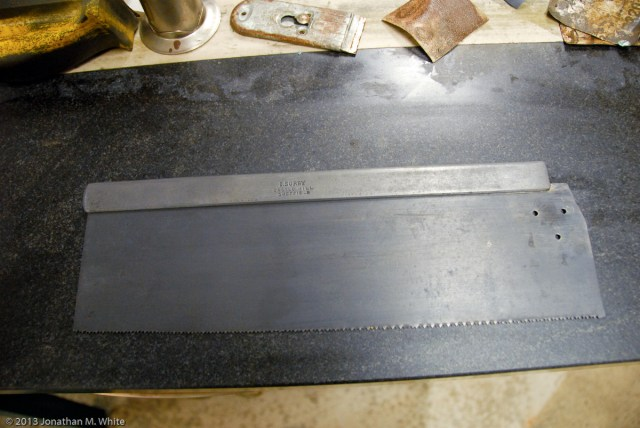 After the rust treatment the saw plate looks very dull and grey.