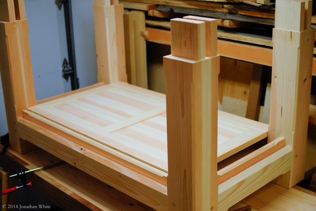 I still need to cut and fit two pieces to fill the gaps between the side stretchers and the lid.