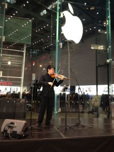 Ray Chen, performing at the Apple Store in New York