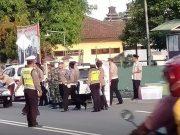 Dikira Razia Pengendara Putar Balik Hindari Polisi dan TNI yang Bagi-bagi Takjil