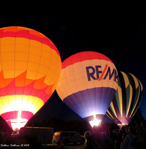 Hot air extraordinaire - Night Glow multiple balloons in Bend, OR 22 July 2016