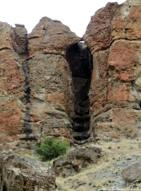 Steps beneath the arch at Clarno Palisades 15May2018