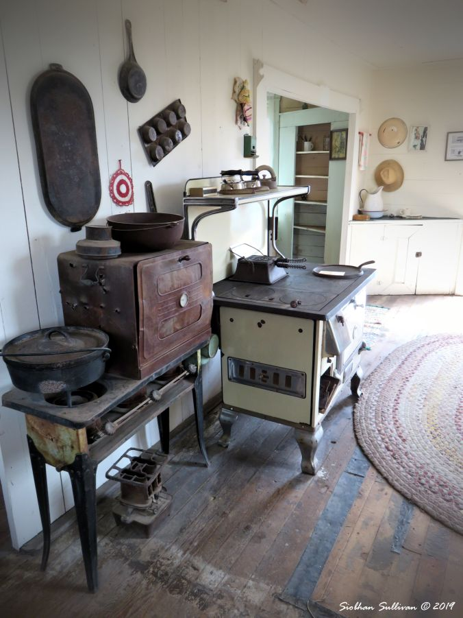 Fort Rock Kitchen 20May2015