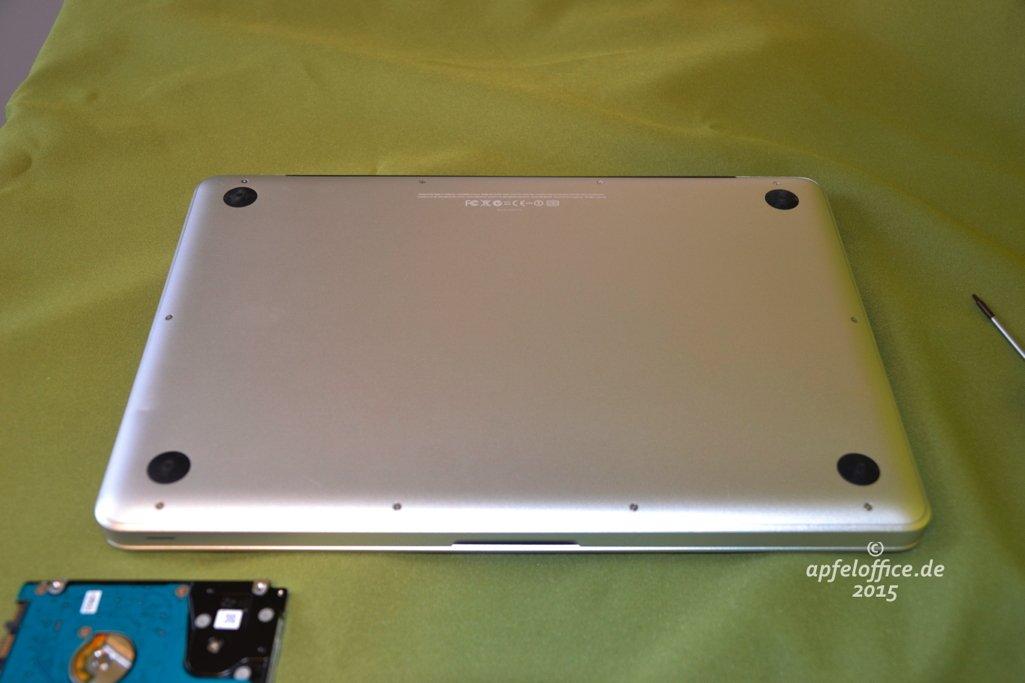 Bodenabdeckung auf dem Macbook Pro anbringen